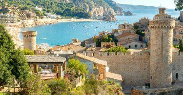 Desde Disfruta más por menos te invitamos a descubrir con nosotros los secretos de la costa catalana