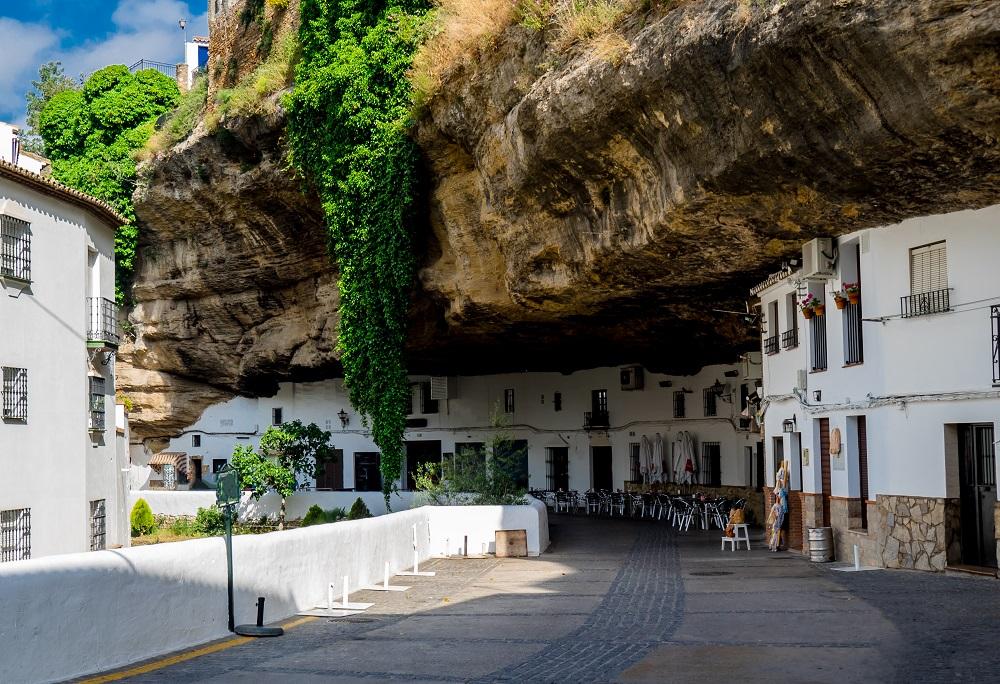Disfruta más por menos Setenil de las Bodegas turismo verano